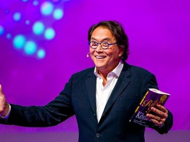 "Robert Kiyosaki, author of the best seller ""Rich Dad, Poor Dad, advises buying Bitcoin to deal with the financial crisis"